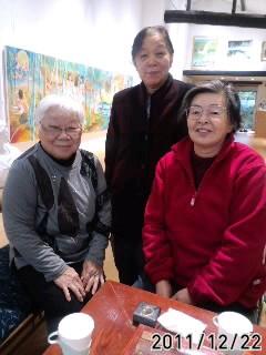 織作峰子さんのお母さんがお友達3人で来館。昨日はお母さん手作りの大 根寿